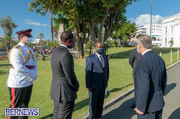 DF wreaths laid War Memorial Bermuda 2020 (4)
