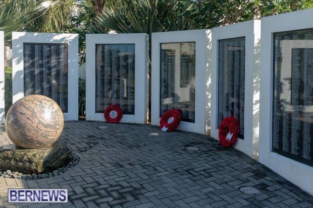 DF wreaths laid War Memorial Bermuda 2020 (5)