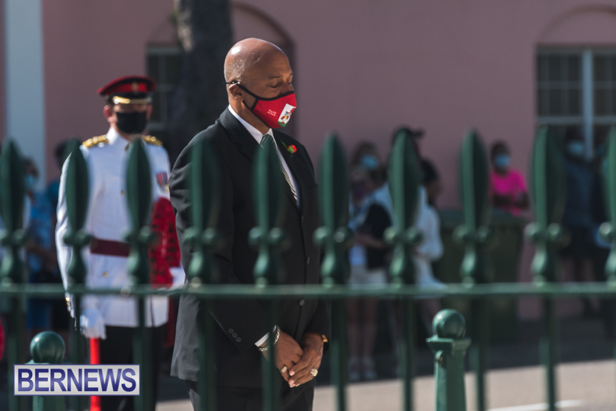 JM-Remembrance-Day-Bermuda-2020-ceremony-wreaths-1