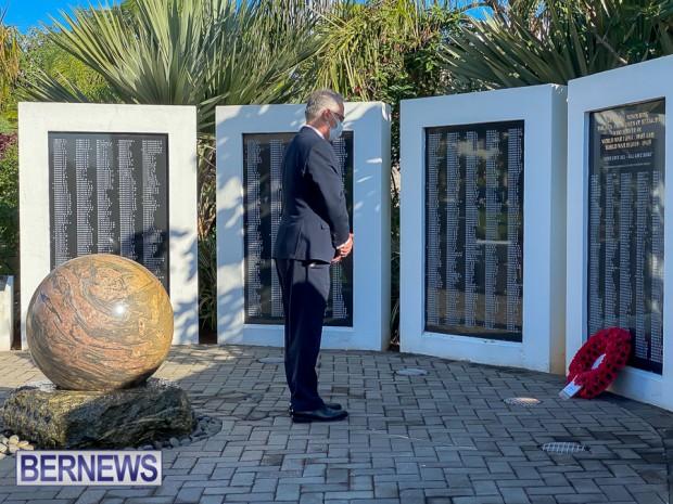 JM wreaths at Bermuda War Memorial in Hamilton 2020 Remembrance Day (1)