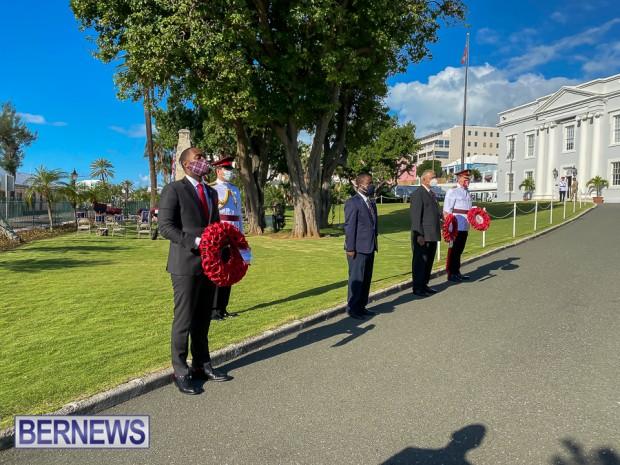 JM wreaths at Bermuda War Memorial in Hamilton 2020 Remembrance Day (2)