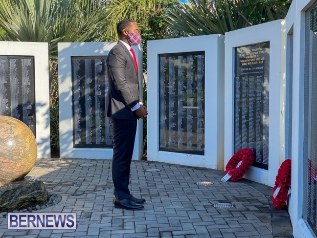 JM wreaths at Bermuda War Memorial in Hamilton 2020 Remembrance Day (3)
