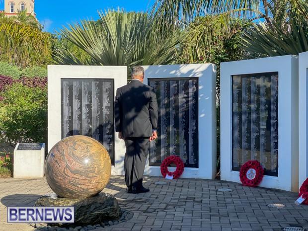 JM wreaths at Bermuda War Memorial in Hamilton 2020 Remembrance Day (7)