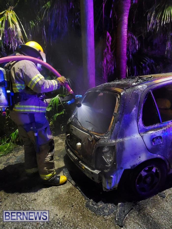 Bermuda firefighters extinguish car fire Dec 2020 (1)