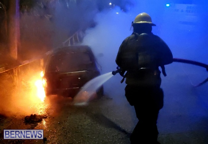 Bermuda firefighters extinguish car fire Dec 2020 (2)