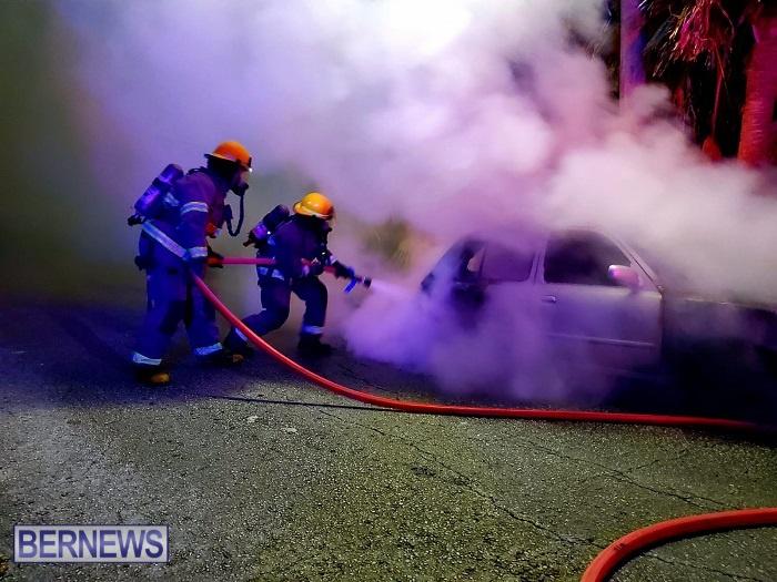 Bermuda firefighters extinguish car fire Dec 2020 (3)
