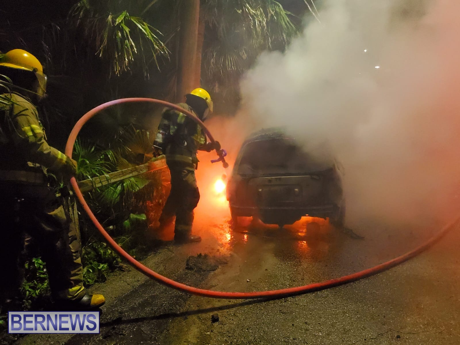 Bermuda firefighters extinguish car fire Dec 2020 (4)
