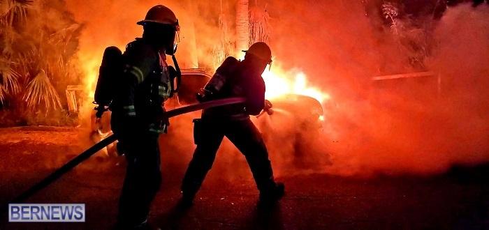 Bermuda firefighters extinguish car fire Dec 2020 (5)
