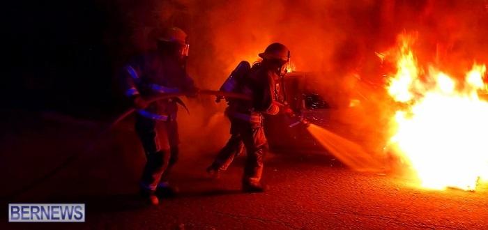Bermuda firefighters extinguish car fire Dec 2020 (6)