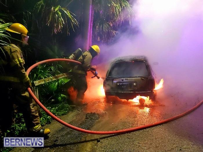 Bermuda firefighters extinguish car fire Dec 2020 (7)