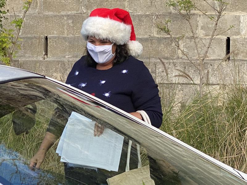Francis Patton Primary Christmas Drive Through Bermuda Dec 2020 (4)