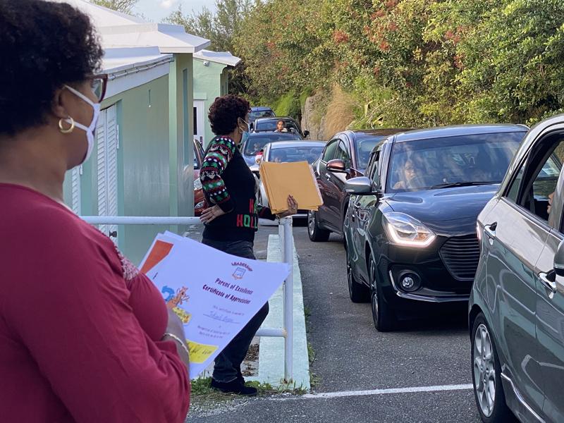Francis Patton Primary Christmas Drive Through Bermuda Dec 2020 (5)