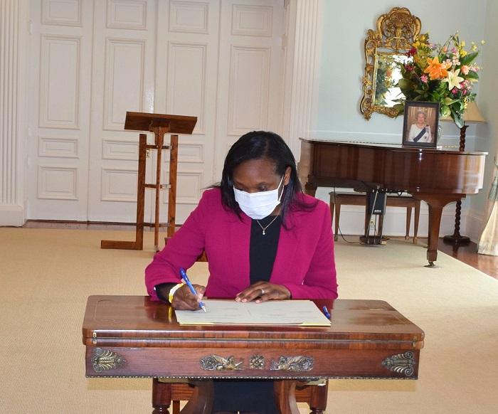 Governor Rena Lalgie sworn in Bermuda Dec 2020 (1)