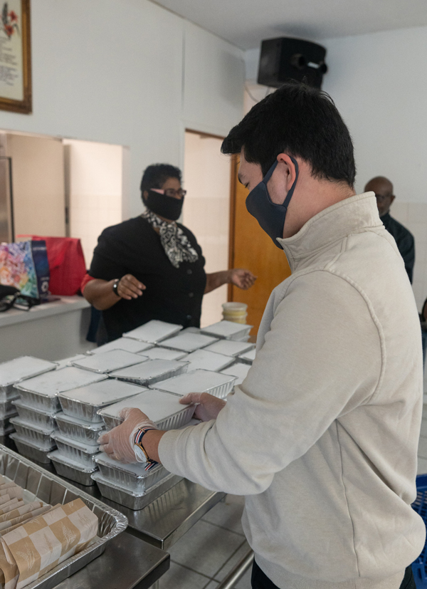 Take Five Ltd Donates 500 Meals Bermuda Dec 2020 (4)