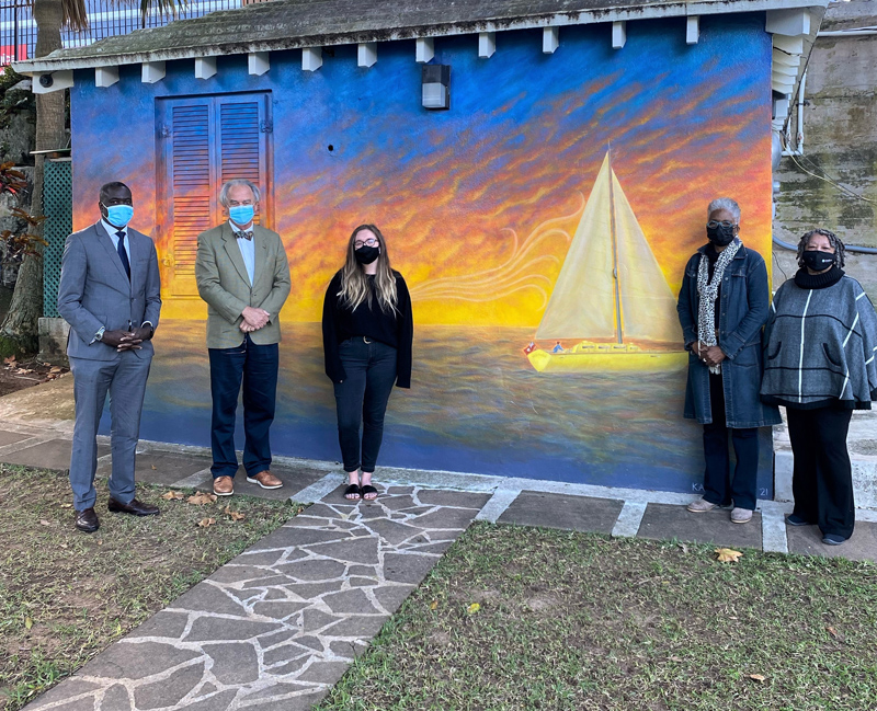 Artist with City Councillors and COO Bermuda Jan 2021