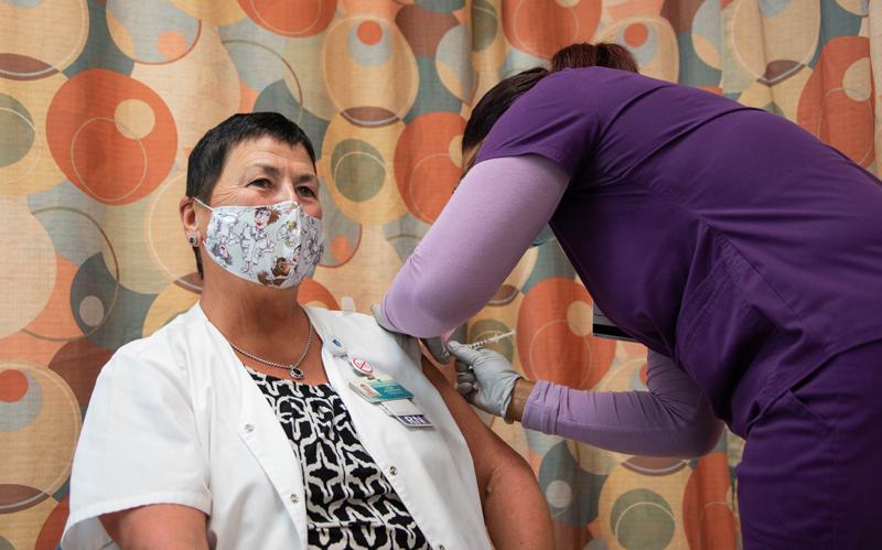 Covid19 Clinic First Vaccinations Bermuda Jan 2021 (4)