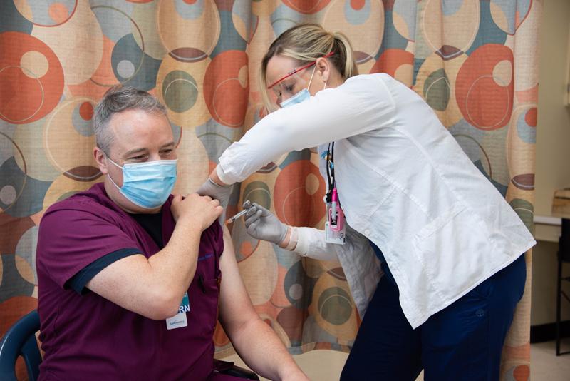 Covid19 Clinic First Vaccinations Bermuda Jan 2021 (5)