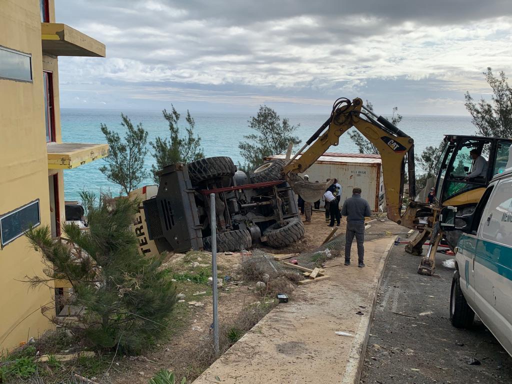 Overturned Crane At Regis Hotel Bermud March 2021 2