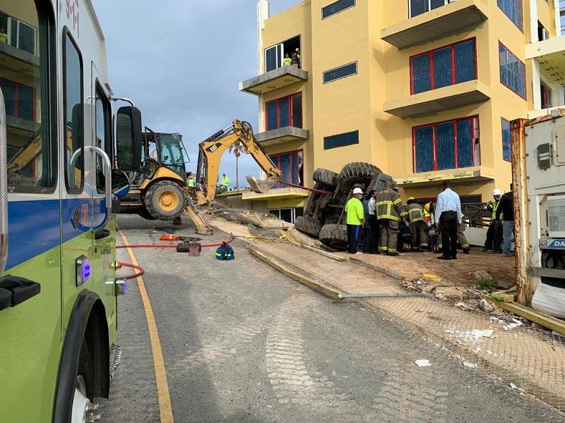 Overturned Crane At Regis Hotel Bermud March 2021 3