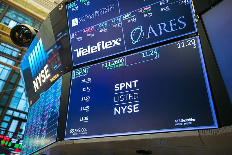 SiriusPoint Rings Opening Bell Of NYSE Bermuda March 2021 3