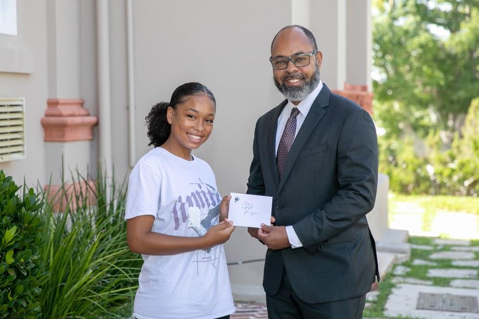 Minister Peets With Emancipation Essay Contest Winner Bermuda Aug 2021 2