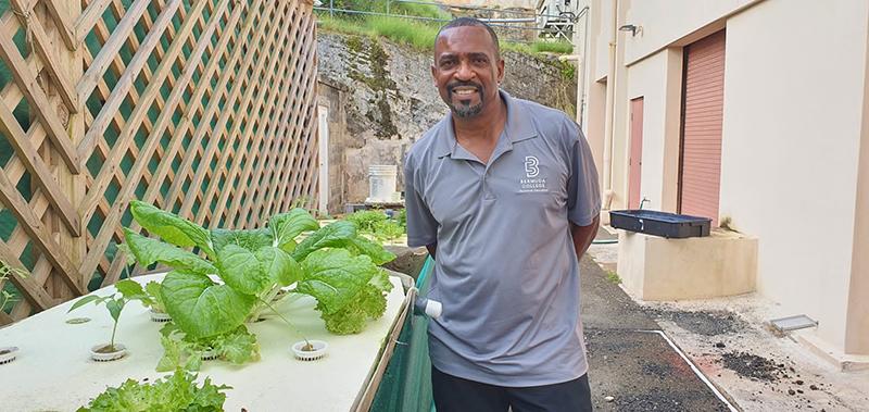 Joseph Weeks Wins National Globe Award Bermuda Oct 2021 1